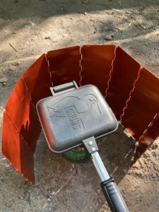 CHUMSのホットサンドウィッチクッカーキャンプ使用